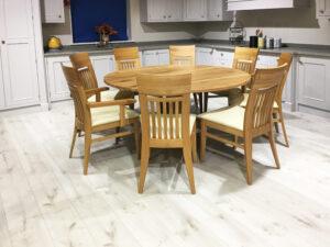 Oak Round Knotty Oak Single Pedestal Table